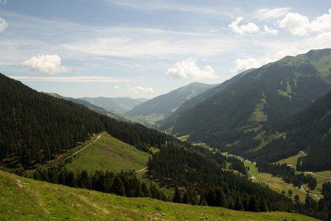 FOTKA - Na konci údoli Saalbach-Hinterglemmu - Pohled na naši cestu zpět