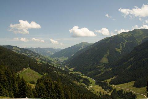 FOTKA - Na konci údoli Saalbach-Hinterglemmu - Pohled do údolí