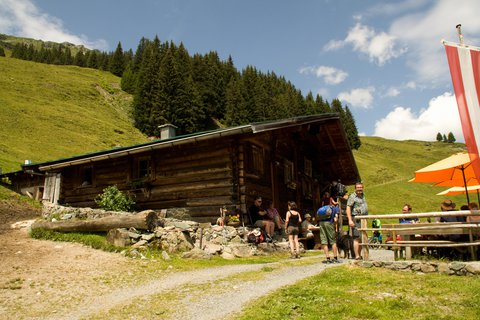 FOTKA - Na konci údoli Saalbach-Hinterglemmu - Forsthofalm v 1.510 m