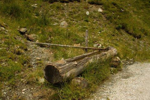 FOTKA - Na konci údoli Saalbach-Hinterglemmu - Osvěžení u cesty