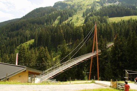 FOTKA - Na konci údoli Saalbach-Hinterglemmu - Alpský most Golden Gate