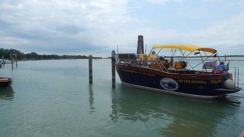 FOTKA - Výletní loďka
