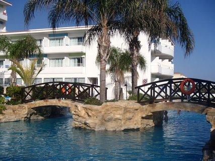 FOTKA - Sentido Cypria Bay - bazén s mostíkami