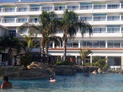 FOTKA - Sentido Cypria Bay - pohľad na hotel z bazéna