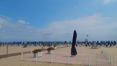 FOTKA - takřka prázdná pláž