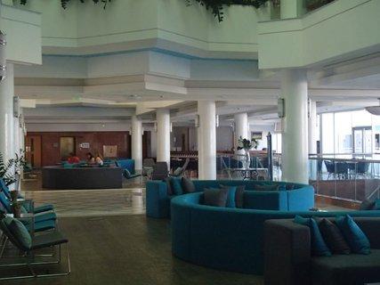 FOTKA - Sentido Cypria Bay - posedenie v hale bolo pohodlné