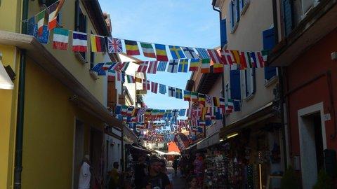 FOTKA - ulička v centru Caorle