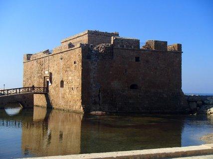 FOTKA - Cyprus - Paphos - Pafosk� pevnos� bola p�vodne postaven� ako byzantsk�, ale bola zni�en� zemetrasen�m v 13. storo��.