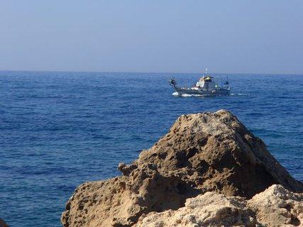 FOTKA - Cyprus - Pafoská pevnosť - výhľad z poschodia na more