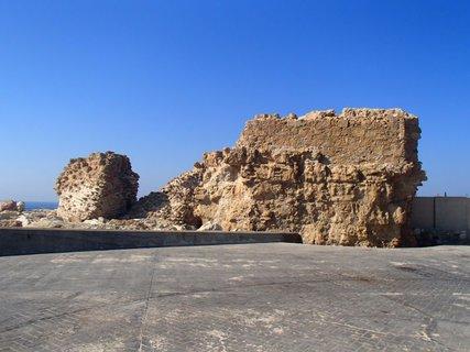 FOTKA - Cyprus - Pafoská pevnosť - časť zrúcanej pevnosti, ktorú zničili Benátčania