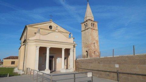 FOTKA - u kostela v Caorle
