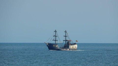 FOTKA - pirátská loď na obzoru