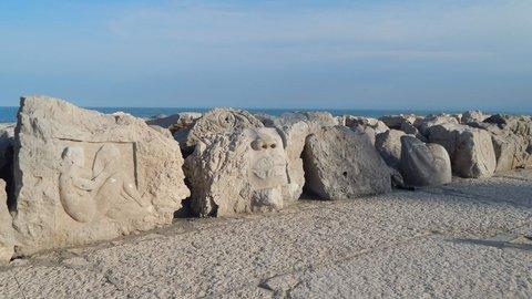 FOTKA - galerie na břehu moře