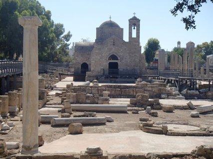 FOTKA - Cyprus - Ayia Kyriaki Chrysopolitissa - kostolík z 13. storočia postavený na ruinách byzantínskej baziliky