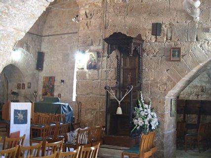 FOTKA - Cyprus - Ayia Kyriaki Chrysopolitissa - kostolík ešte stále slúži k motlitbám
