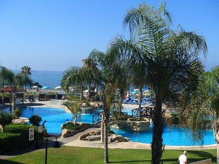 FOTKA - Sentido Cypria Bay - palmy pri bazéne