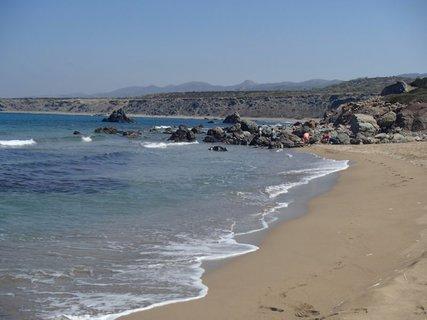 FOTKA - Cyprus - pláž Lara, kde korytnačky kladú svoje vajíčka