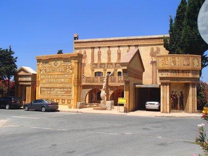 FOTKA - Cyprus - stavba pri múzeu