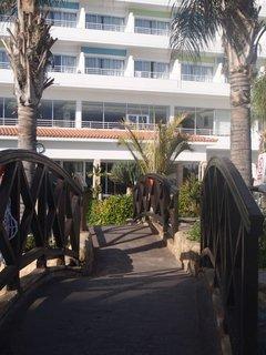 FOTKA - Sentido Cypria Bay - cez mostíky rovno do jedálne :)