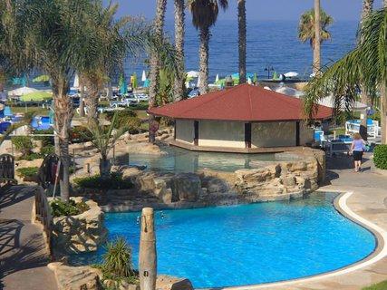 FOTKA - Sentido Cypria Bay - bar pri bazéne ešte zatvorený