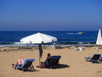 FOTKA - Cyprus - oddych pri šume morských vĺn