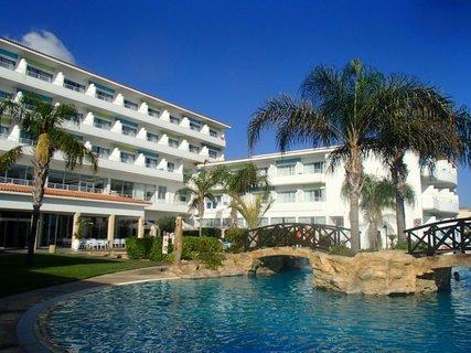 FOTKA - Sentido Cypria Bay - časť hotela s bazénom