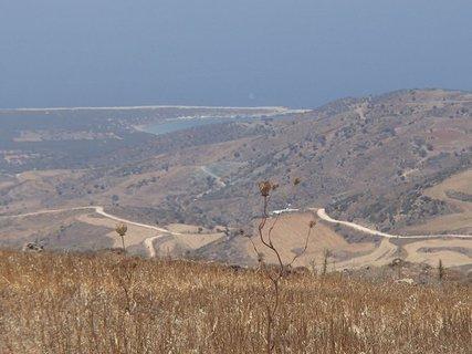 FOTKA - cyprus - pohľad na síce suchú, ale zaujímavú krajinu