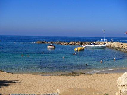FOTKA - Cyprus - voda bola priezra�n�