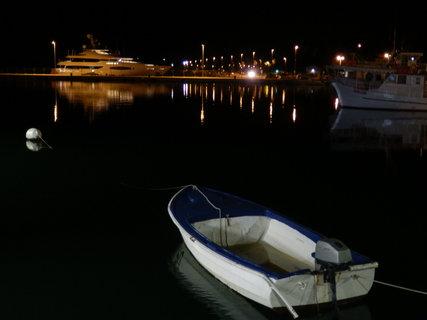 FOTKA - noční Pula - přístav