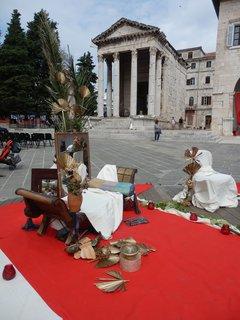 FOTKA - na náměstí se chystá představení (Chorvatsko,Pula)