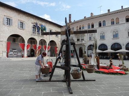 FOTKA - středověký kolotoč