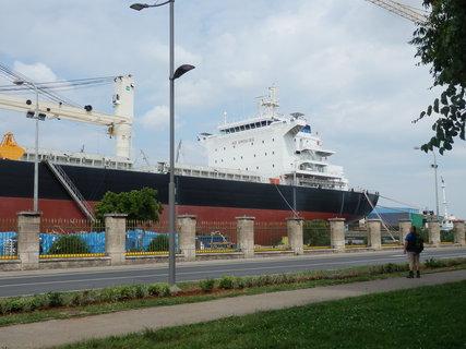 FOTKA - ta loď je prostě dlouhá, nevejde se mi do záběru :-)
