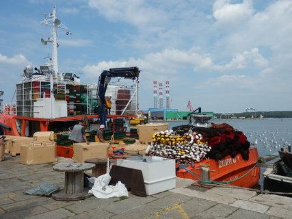 FOTKA - pestrý rybářský člun