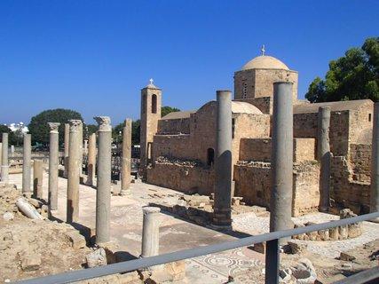 FOTKA - Cyprus - Ayia Kyriaki Chrysopolitissa - kostolík a ruiny