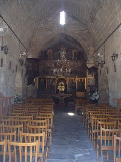 FOTKA - Cyprus - Ayia Kyriaki Chrysopolitissa - oltár v kostolíku