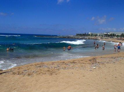 FOTKA - Cyprus - konečne vlny, ide sa do mora :)
