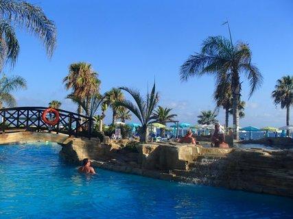 FOTKA - Sentido Cypria Bay - príjemné schladenie v bazéne
