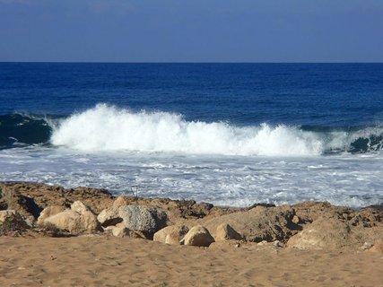 FOTKA - Cyprus - more ukazuje svoju silu