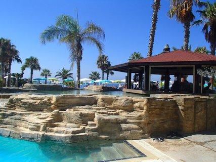 FOTKA - Sentido Cypria Bay - bar pri bazéne skoro ráno