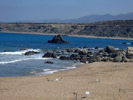 FOTKA - Cyprus - pl� Lara s korytna��mi hniezdami s vaj��kami