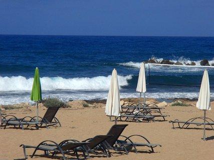 FOTKA - Cyprus - ešte len ráno a už sú vlny :)