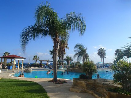 FOTKA - Sentido Cypria Bay - jedna z cestičiek k bazénu