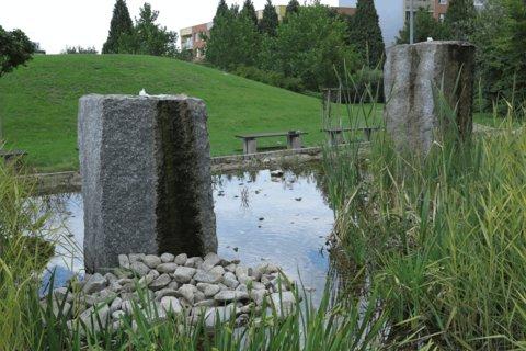 FOTKA - Parčík v Letňanech - s umělým minirybníčkem a kamínky