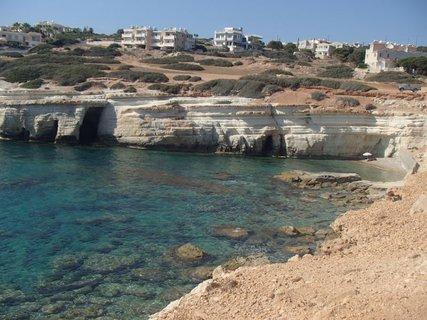 FOTKA - Cyprus - neprebádané morské jaskyne
