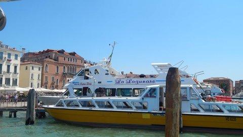 FOTKA - v přístavu, odplouváme...