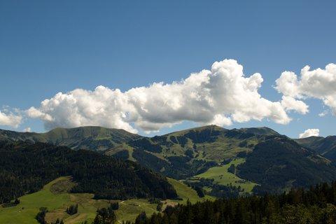 FOTKA - Výšlap ke Kronreith, Maria Alm - Mraky nad kopci