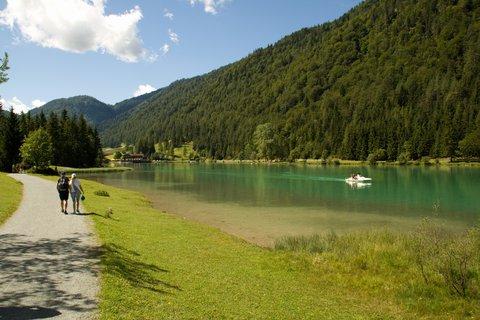 FOTKA - Výlet k Pillersee - Na břehu jezera
