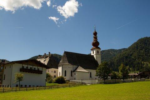 FOTKA - Výlet k Pillersee - Kostel v St. Ulrich