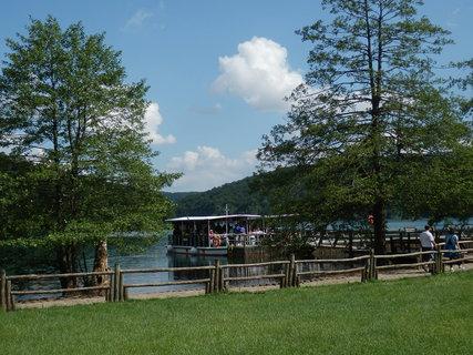 FOTKA - Plitvická jezera - u přístaviště parníčků