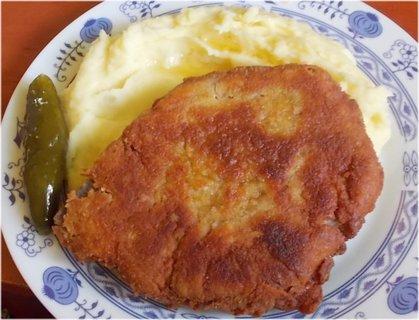 FOTKA - včera oběd, smažený kotlet, br. kaše, letošní okurka